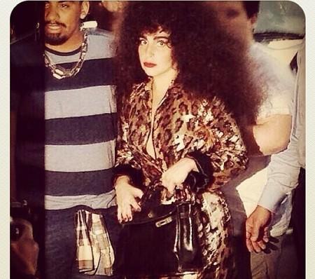 Dónde va Lady Gaga con esos pelorios, ¡a ver!