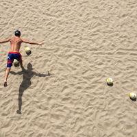Entrenamiento con una pelota de playa: ponte en forma de manera divertida