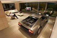 El garaje de Holger Schubert, el más bello del mundo pero quizás con los días contados