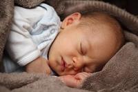¿Cuándo empiezan los bebés a sentir que tienen que aguantarse e ir al baño?