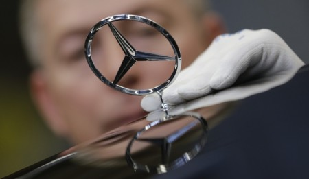 Los humanos les estamos quitando el trabajo a los robots, en las fábricas de Mercedes