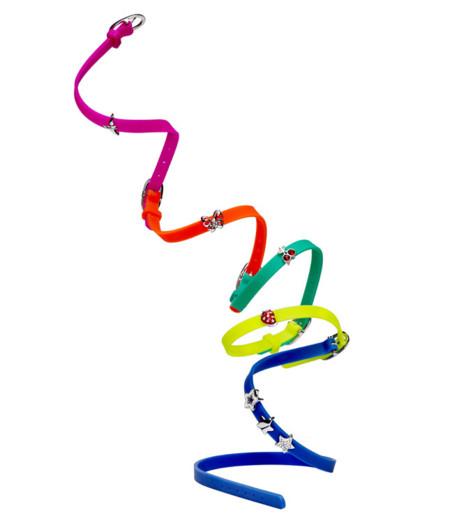 Pulseras de caucho diseñadas por Alexa Chung