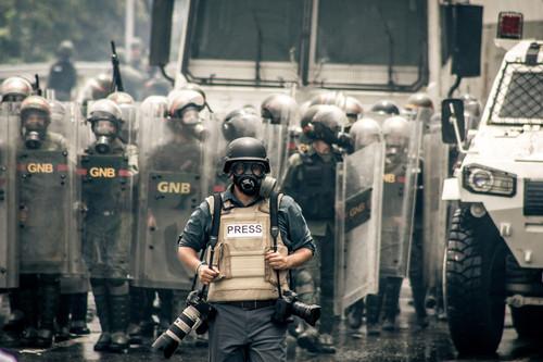 Cómo grabar de forma ética y segura ante una posible mala conducta policial en una manifestación (o cualquier otra situación)