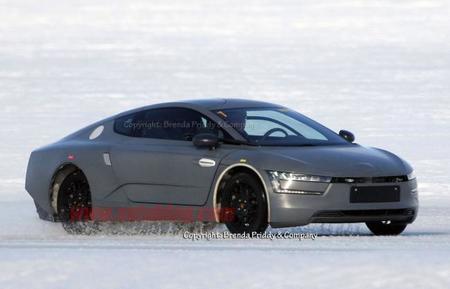 El Volkswagen XL1 de pre-producción, cazado en la nieve