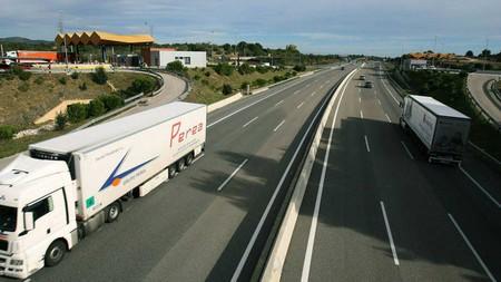 Como Convivir Con Los Camiones En Carretera 2