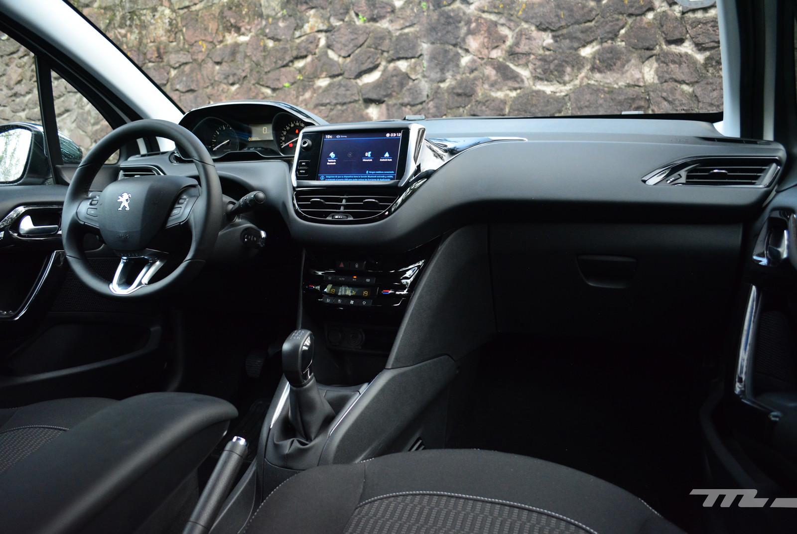 Foto de Peugeot 208 Puretech (13/17)