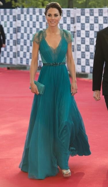 Gastándose como se gasta Kate Middleton ese dineral en ropa, cualquiera puede estar guapa