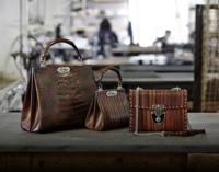 """La elegancia de Bertoni en unos bolsos llenos de estilo """"Made in Italy"""""""