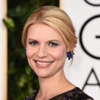 Claire Danes, una de las pocas que apuesta por el estampado (y Valentino) en los Globos de Oro