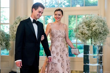 Snapchat se hunde, pero su fundador se casa con la top model Miranda Kerr. ¡Suenan campanas de boda!