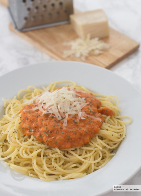 Espaguetis y Tomate