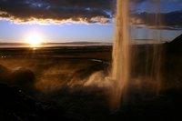 Islandia: La cascada Seljalandsfoss desde su interior