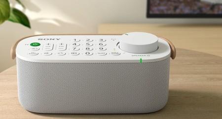 Este altavoz de Sony viene con mando del televisor integrado para controlar y escuchar la tele desde cualquier lado de la casa