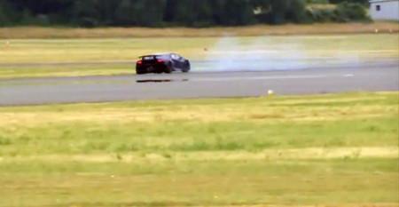 The Stig visita las zonas verdes de la pista de Top Gear con el Lamborghini Sesto Elemento