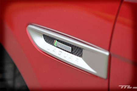 Jaguar F-PACE moldura lateral