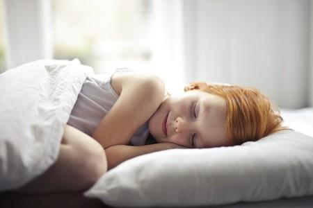 ¿Es verdad que los niños crecen mientras duermen? Los estirones del sueño