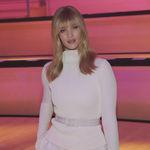 El flequillo falso sigue triunfando entre las celebrities, Rosie Huntington-Whiteley nos enseña cómo llevarlo