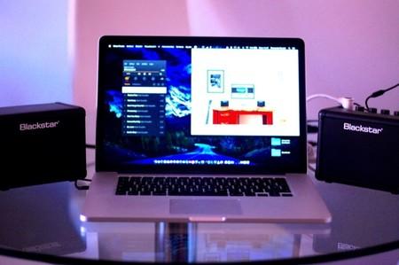 Altavoces y MacBook Pro de 15 pulgadas para que veais su tamaño