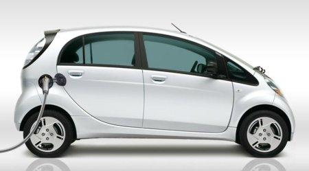 Mitsubishi i-MiEV blanco lateral