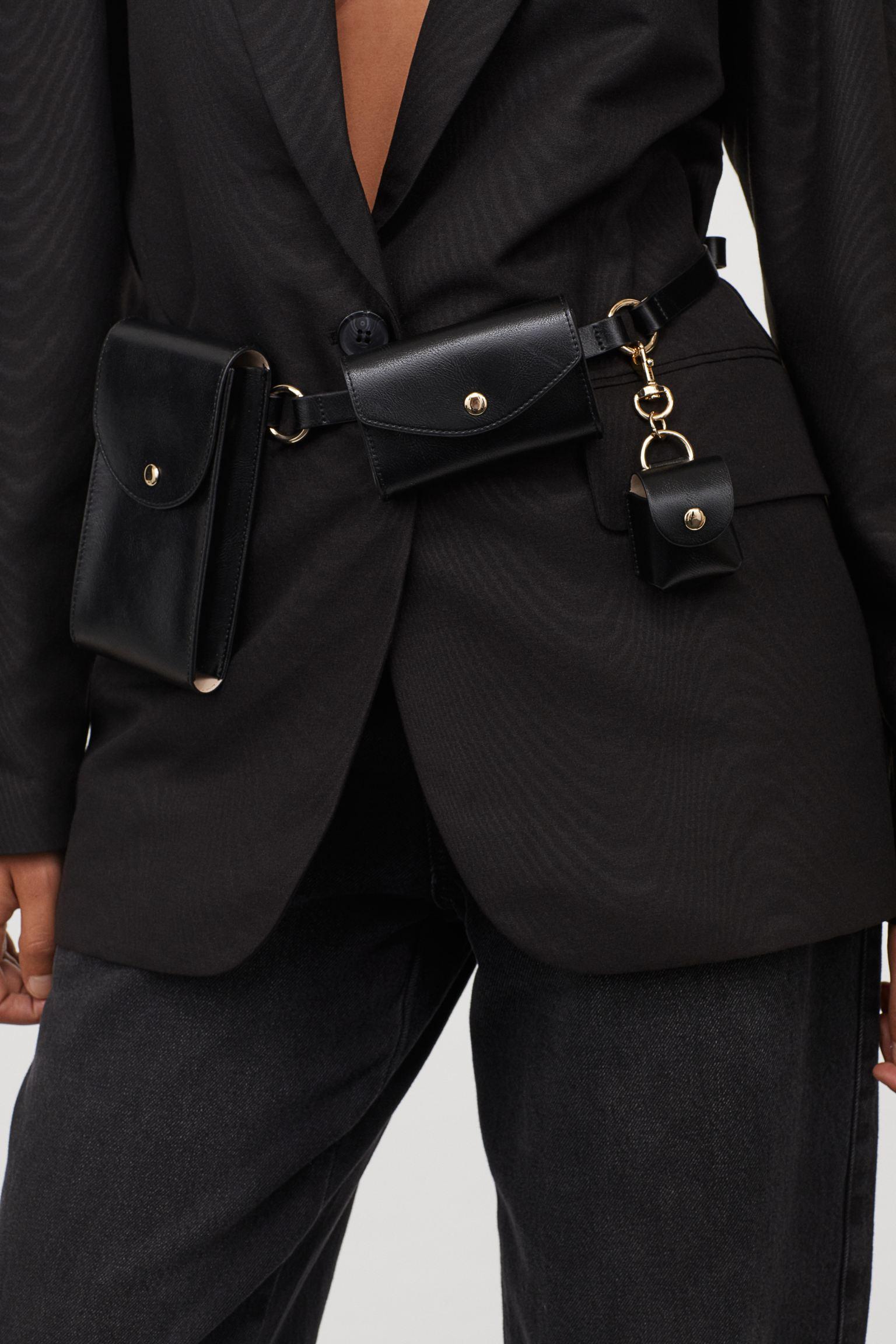 Cinturón con carteras y bolsillos variados