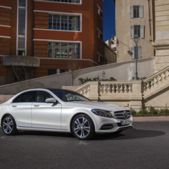 mercedes-c-400-4matic-avantgarde-diamantweiss