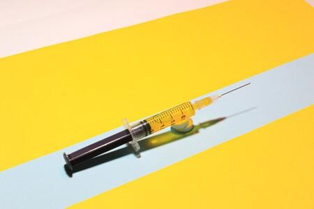 No, los adultos mayores no podrán elegir qué vacuna contra COVID les tocará, y el orden de registro no será el orden de aplicación