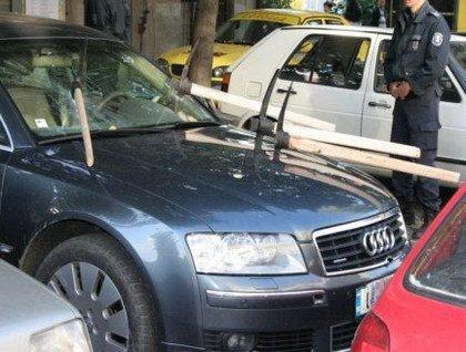 Audi A8 con pequeños desperfectos de chapa