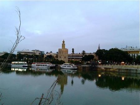 Torre del Oro desde el Guadalquivir