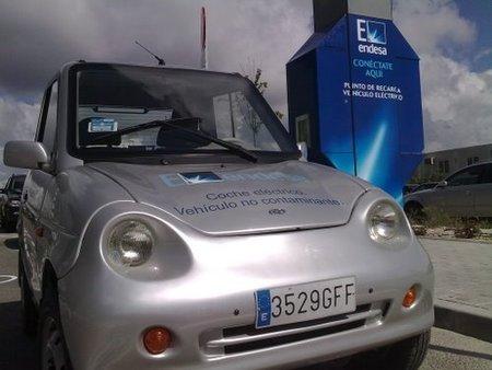 Llama por teléfono o recarga las baterías de tu coche eléctrico en Madrid