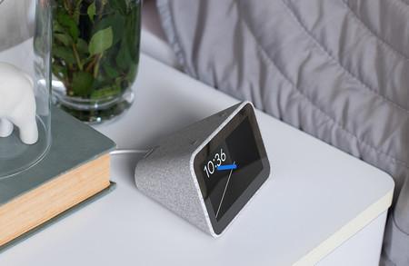Así es Lenovo Smart Clock, el primer reloj despertador inteligente con Asistente de Google