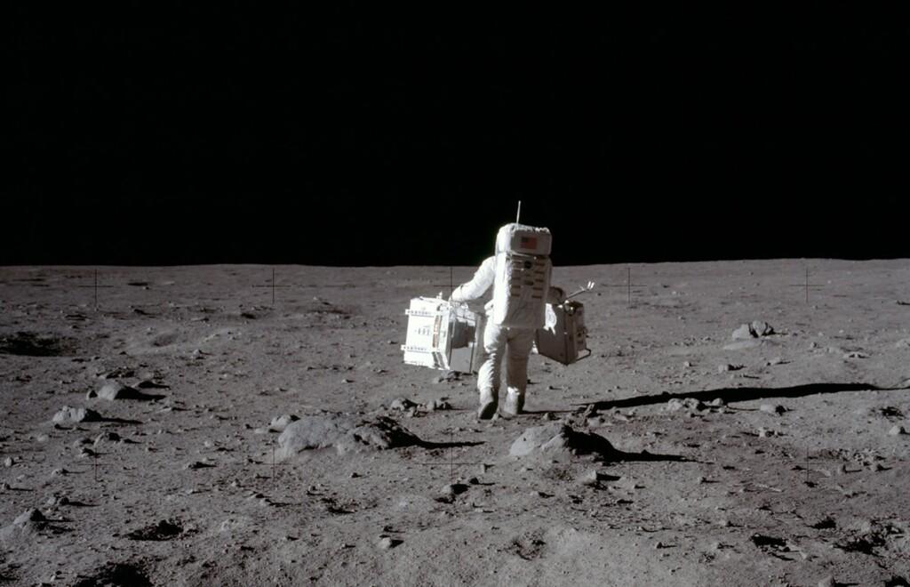 El tiempo que nos llevaría dar la vuelta a la Luna caminando
