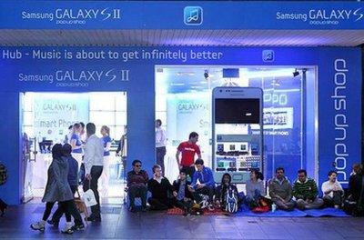 """Samsung quiere molestar en la venta de iPhone 4S en Australia, """"regalando"""" Galaxy S2"""
