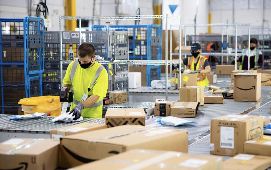 Amazon tiene cuatro nuevos robots para trabajar en sus almacenes: autónomos y repletos de IA para liberar carga de trabajo a los humanos