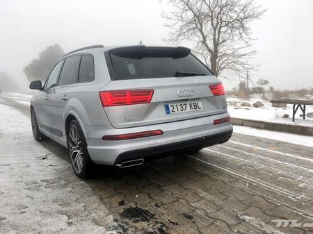 Audi Q7 Ultra trasera en carretera