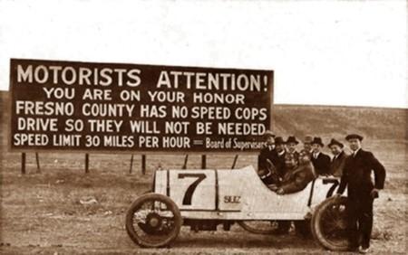 Cartel seguridad vial limite velocidad años 30