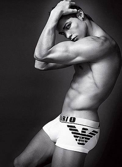 Las primeras fotos de Cristiano Ronaldo en ropa interior para Armani Underwear