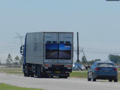 Los camiones transparentes de Samsung ruedan por Argentina en fase de pruebas