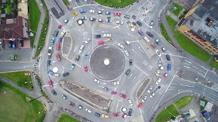 6.200 coches por hora en una glorieta: así es la Rotonda Mágica