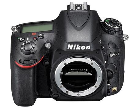 Nikon D600 - frontal picado