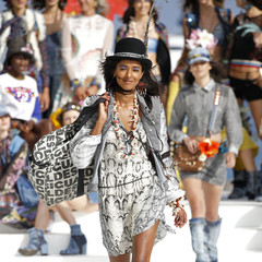 Foto 9 de 24 de la galería desigual-ha-sido-la-firma-encargada-de-inaugurar-la-primera-edicion-de-la-pasarela-mercedes-benz-fashion-week-ibiza en Trendencias