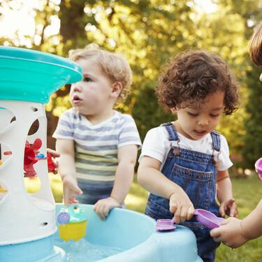 Juego en paralelo: en qué consiste y cómo se desarrolla y evoluciona esta particular forma de jugar de los niños
