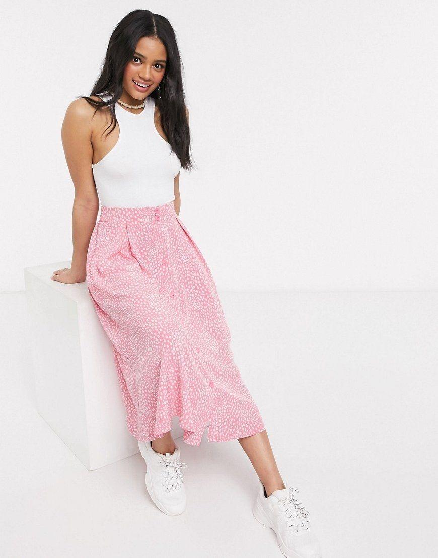 Falda midi abotonada rosa con estampado de lunares.