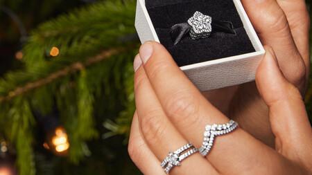 La colección de Navidad de Pandora es un auténtico flechazo: joyas ideales para regalar y brillar con los looks de fiesta