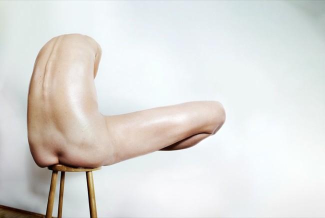 El fotógrafo Roger Weiss transporta el espíritu creativo del Neolítico a sus desnudos femeninos