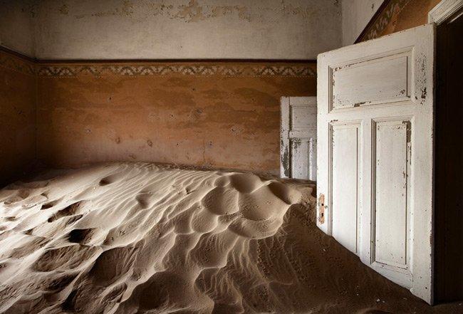 Casa abandonada en el desierto