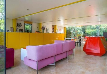 casa-multicolor-sofa-rosa.jpg