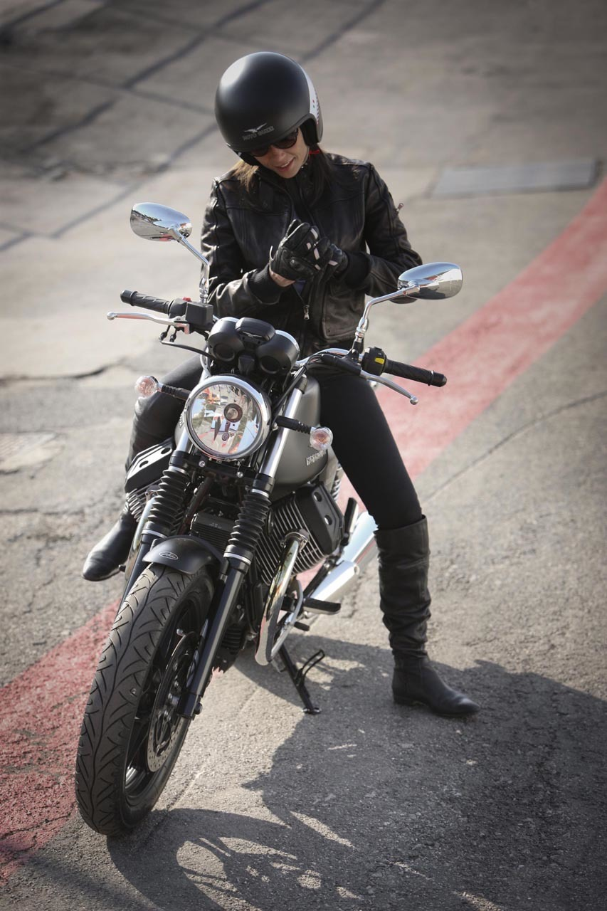 Foto de Moto Guzzi V7 Stone (35/57)