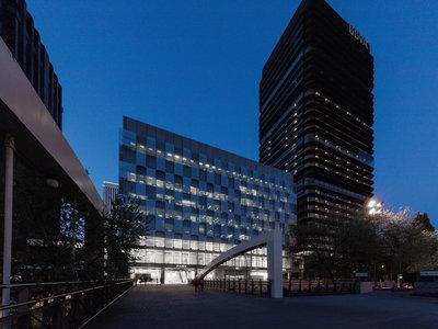 Comparamos el Zara de Nuevos Ministerios (el más grande del mundo) vs el Primark de Gran Vía ¿hay algo más impresionante?