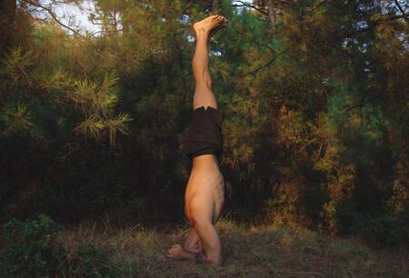 Sirsasana Postura De Equilibrio Sobre La Cabeza Istock
