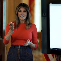 Una Primera Dama puede vestir con falda denim y Melania Trump nos lo demuestra
